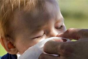 Лечение насморка без медикаментов для детей и не только